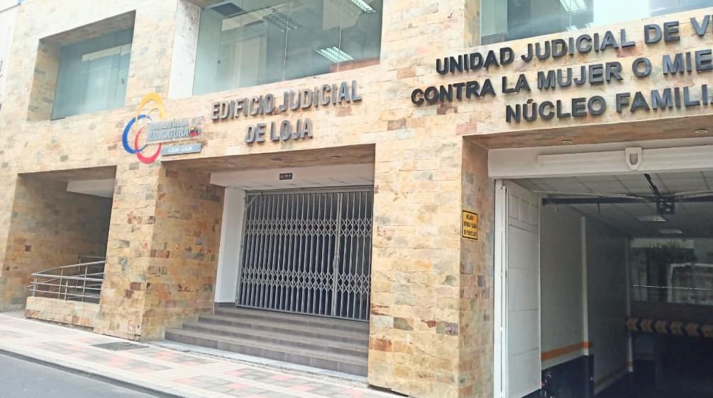 En una de las salas de la Corte de Justicia se continuará con la diligencia.