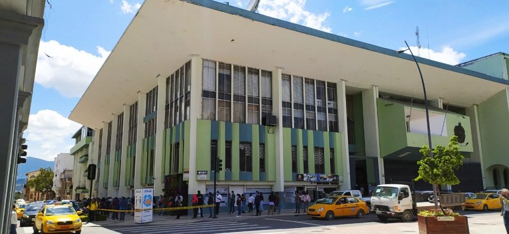 Esta no es la primera vez en la que el Municipio de Loja se atrasa en el pago de sueldos hacia sus trabajadores y empleados. (Foto archivo)