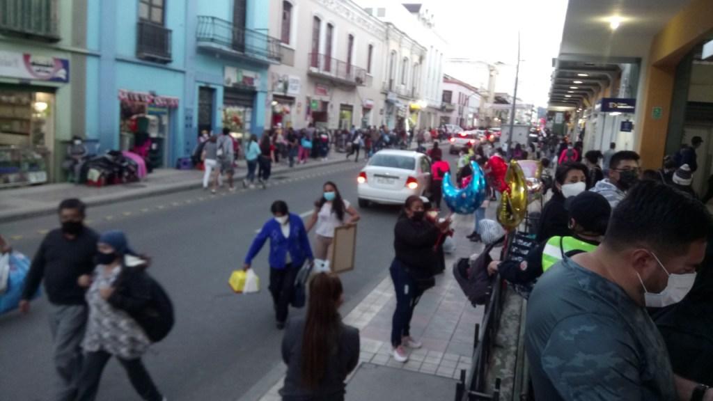 La calle 18 de Noviembre fue una de las que observó también congestión, el viernes pasado.