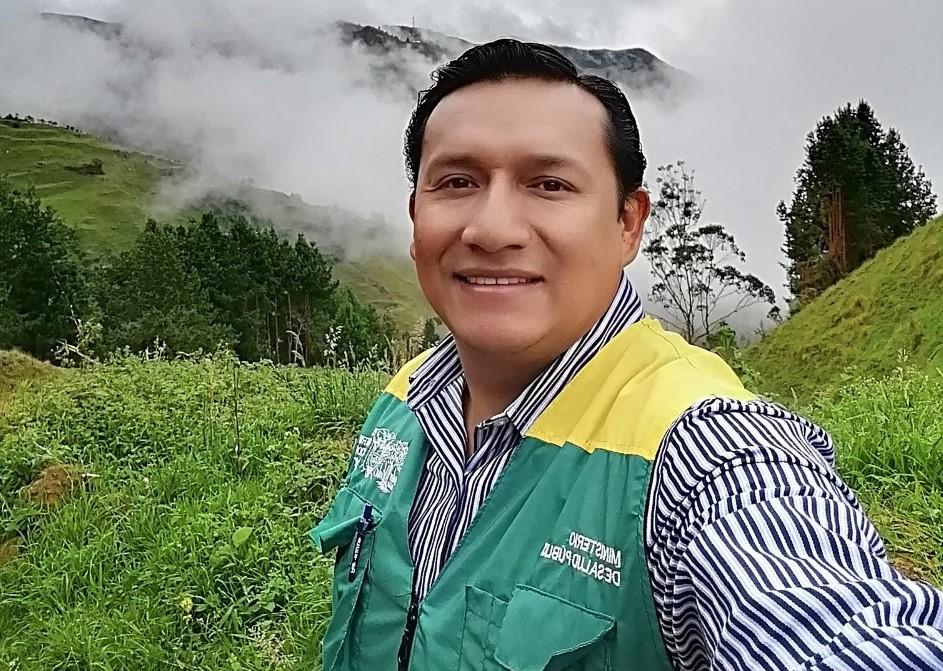 Álvaro Quinche Suquilanda es uno de los responsables de la revista médica.