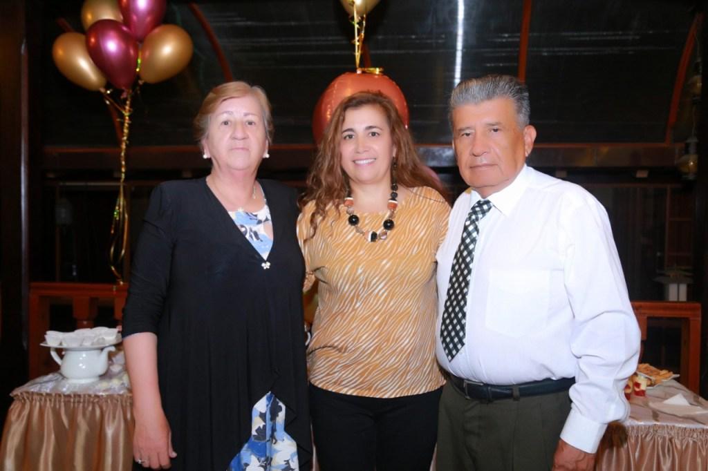 Lolita Luzuriaga, Paulina Jaramillo y Herman Jaramillo.