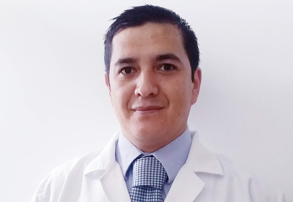 Adrián Felipe Vázquez Magíster y psicoterapeuta integrativo. Tratante adscrito a Cedimedic