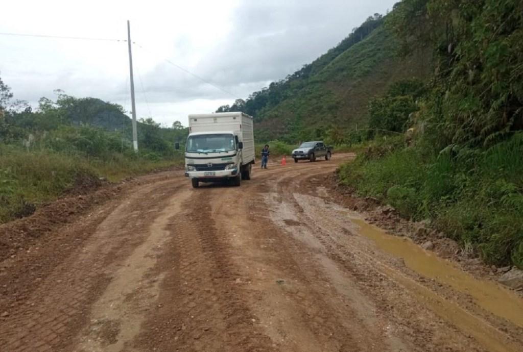 La vía, en el segundo tramo, se encuentra al momento en malas condiciones.