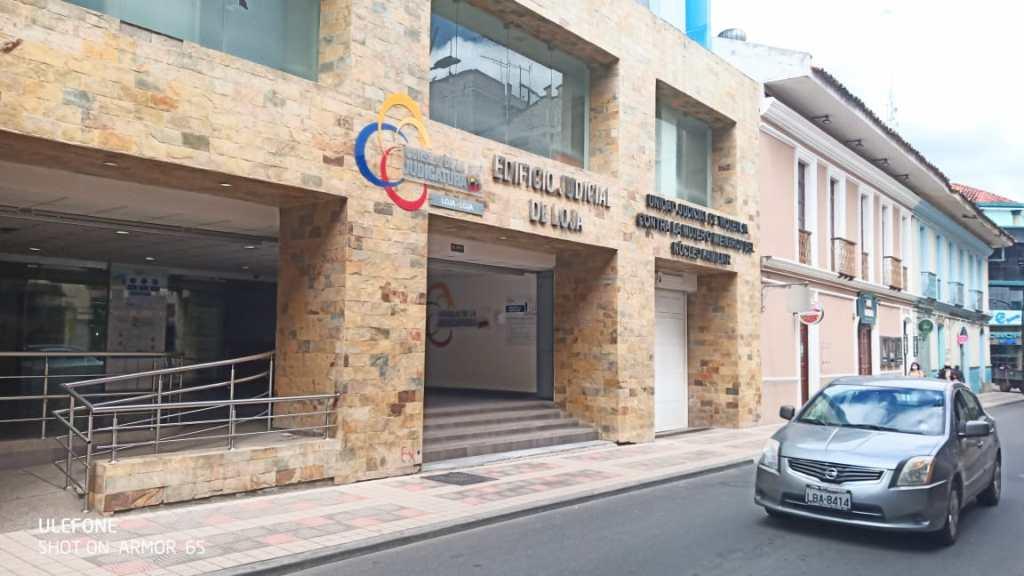 En una de las salas de la Corte de Justicia de Loja se informó el veredicto condenatorio.