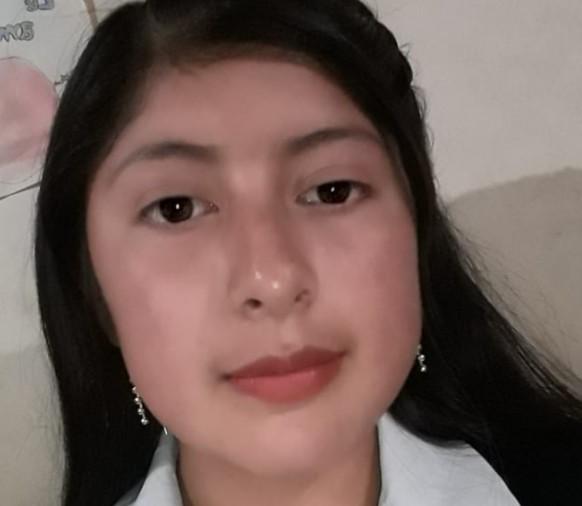 La joven es una buena estudiante y, por tanto, fue promovida a tercer año de bachillerato.