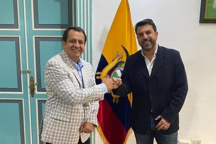 Sandro Valarezo, el miércoles último, visitó al gobernador, Mario Mancino Valdivieso, a quien lo invitó a estar presente en los actos, en EE.UU.