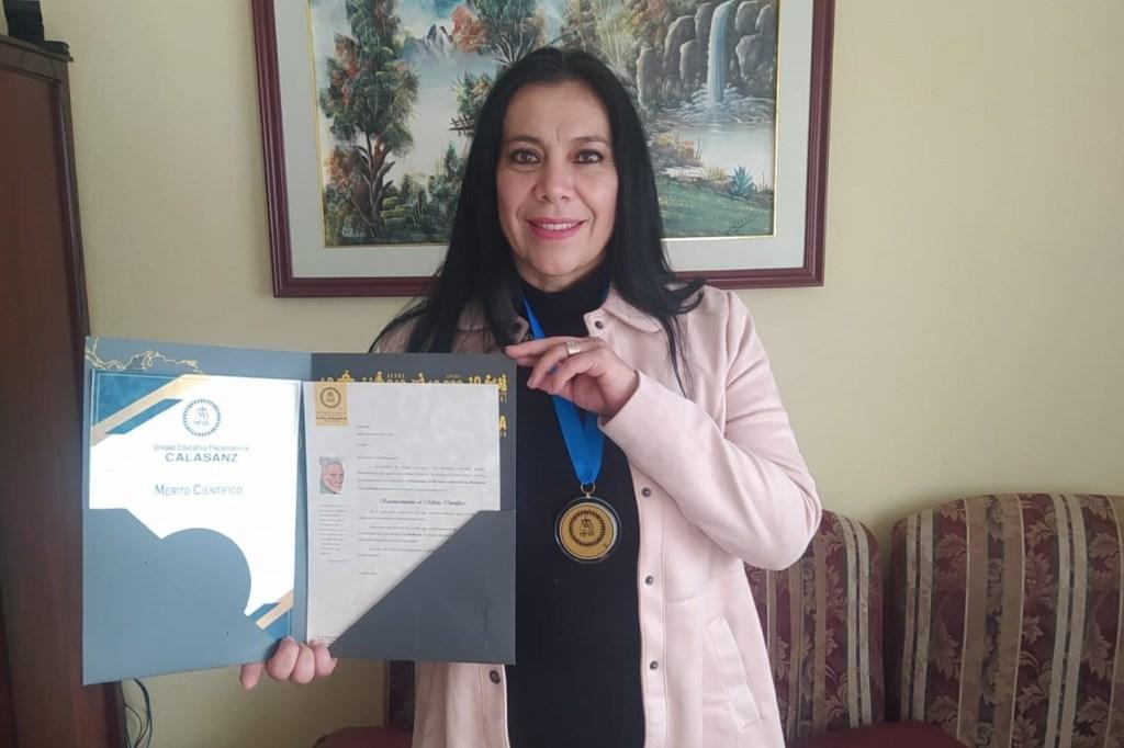 Nelly Moraima Loaiza, autora del proyecto, al igual que sus compañeras coautoras, fue galardonada.