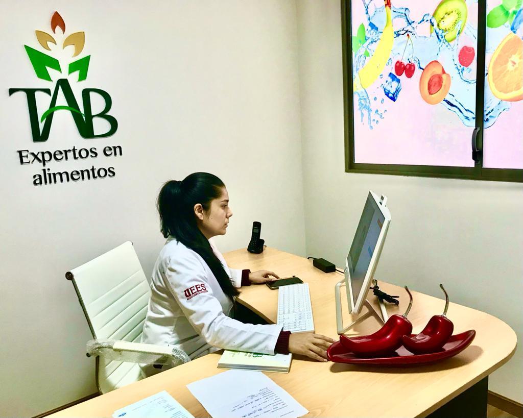 Ana Mercedes Tapia Gómez se encuentra concluyendo la carrera de Nutrición y Dietética, en la Universidad Espíritu Santo, de Guayaquil.