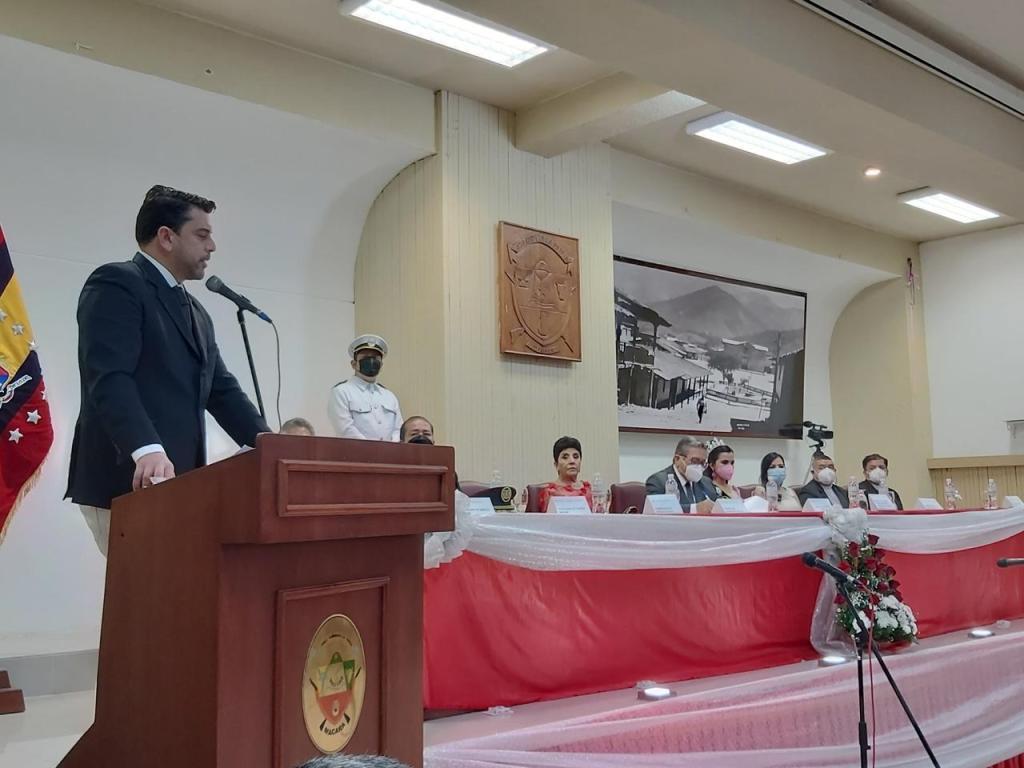 El gobernador, Mario Mancino Valdivieso, se comprometió a interponer sus gestiones para solucionar los temas críticos del sector, como el comercio.