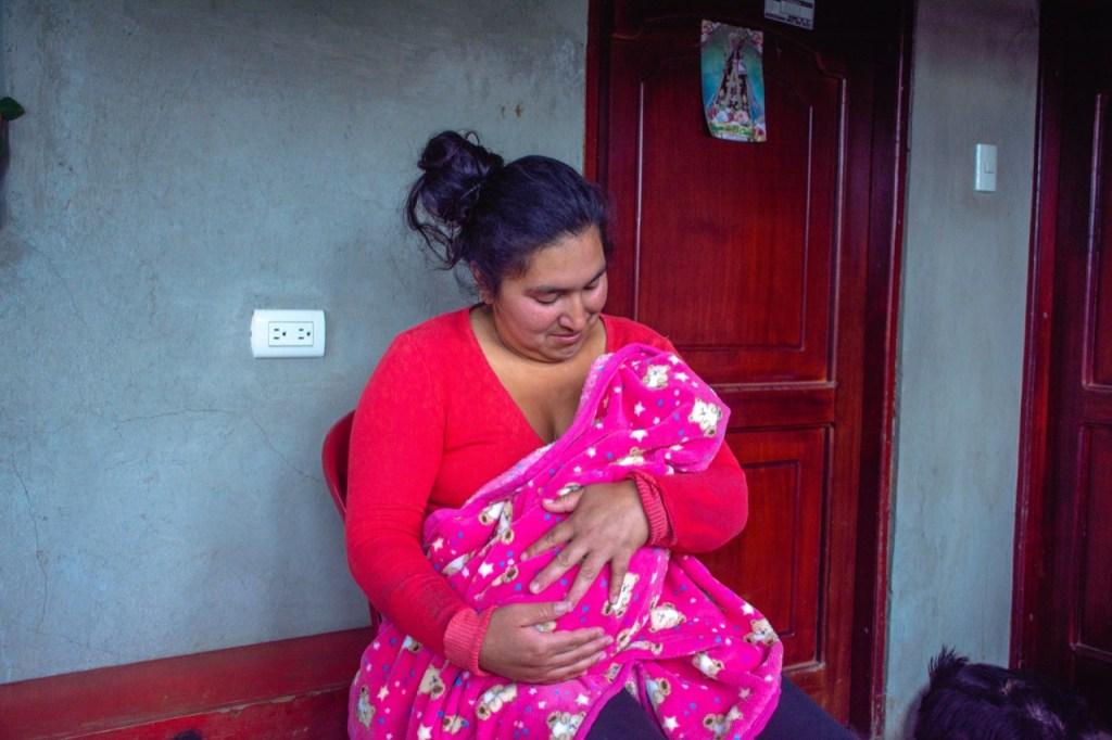 La niña Yaretzi Soraya Abad Alverca se encuentra internada en Pediatría, en el hospital del Seguro Social.