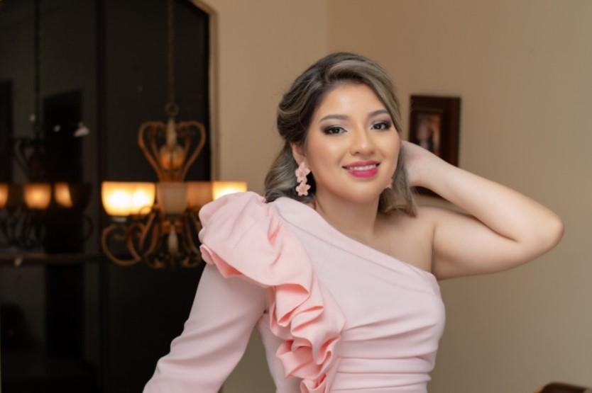 María Nayeli García Bustamante es la nueva Reina del cantón fronterizo Macará.