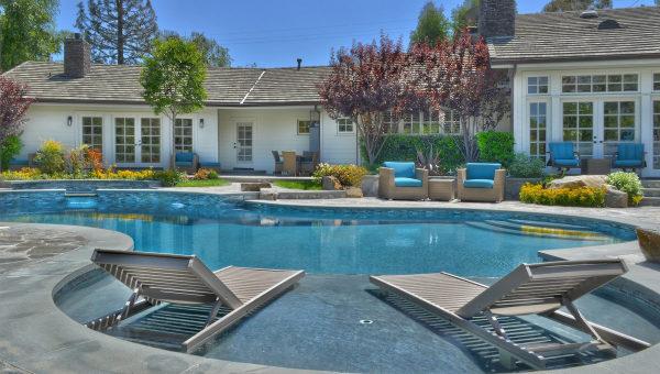 Selena Gomez Vende Su Casa De California  Hms  Horas