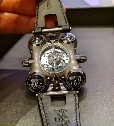 Space Pirate de MB & F vista del calibre