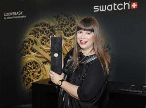 Joana Vasconcelos con el Swatch diseñado por ella