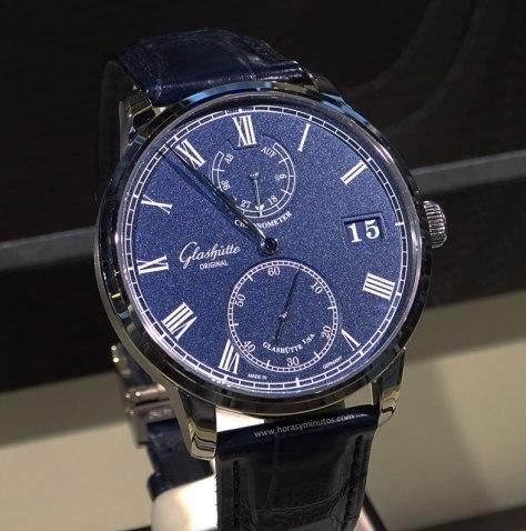 Baselworld-2016-Glashutte-Original-Senator-Chronometer-Azul-Frontal-Horas-y-Minutos