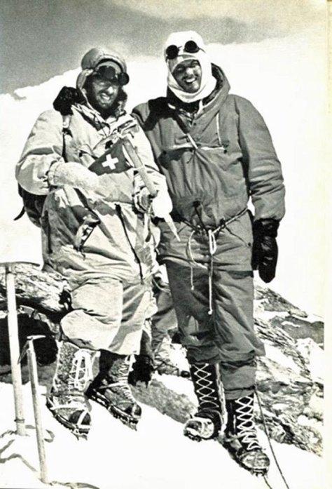 Max Eiselin y Kurt Diemberger en la cumbre