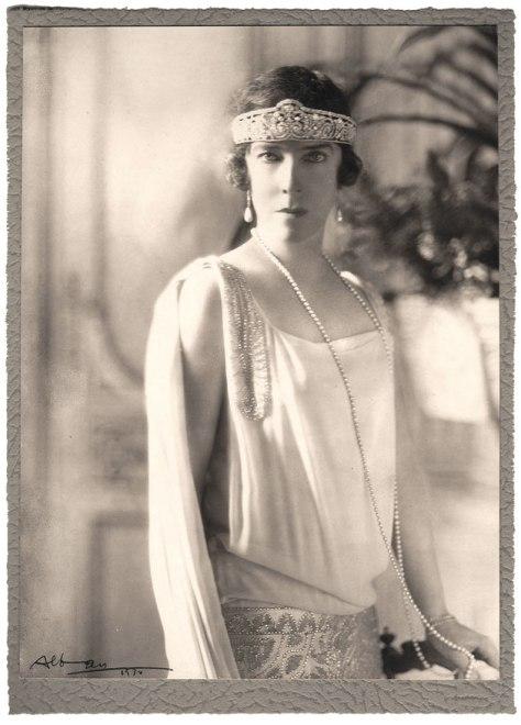 Elizabeth, Reina de los belgas con su Tiara Rinceaux de Cartier