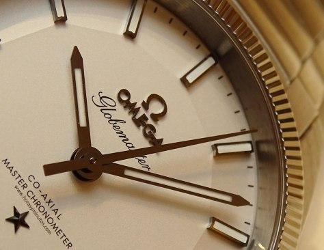 OMEGA-Globemaster-Master-Chronometer-acero-esfera-plateada-detalle-Horas-y-Minutos