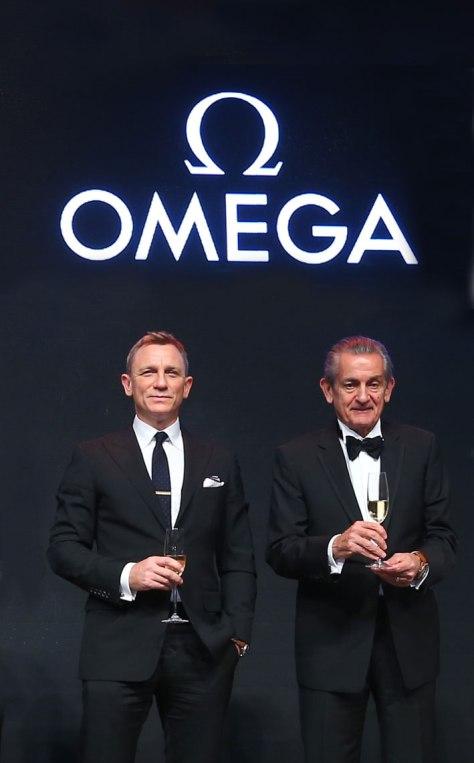 Omega-Daniel-Craig-y-Stephen-Urquhart-Horasyminutos