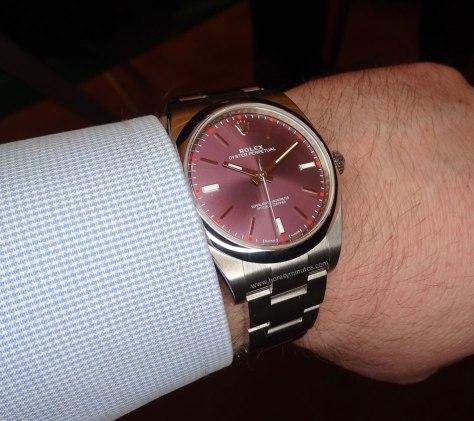 Rolex-Oyster-Perpetual-39-mm-esfera-red-grape-1-Horasyminutos