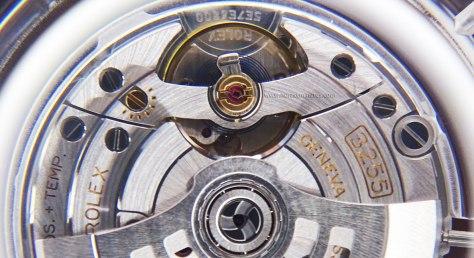 Rolex Oyster Perpetual Day Date calibre 3255 detalle del volante Horas y Minutos