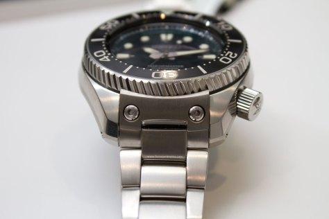 Seiko-Prospex-Marinemaster-Professional-Divers-1000m-Hi-Beat-tornillos-de-sujección-Horasyminutos