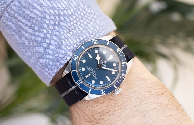 "Otra vista del Tudor Black Bay Fifty-Eight ""Navy Blue"" con NATO"