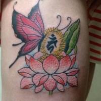 蝶と蓮と梵字のタトゥー画像