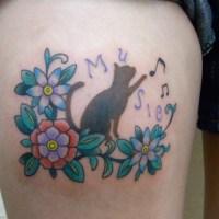 ネコと花のタトゥー画像