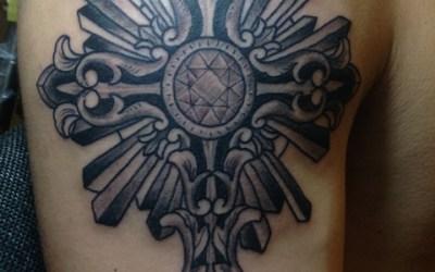 十字架のタトゥー画像