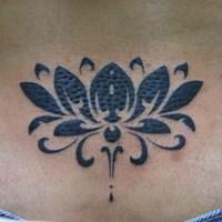 蓮のトライバルのタトゥー画像