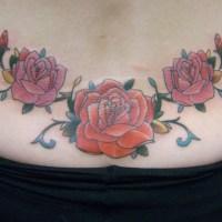 赤とピンクのバラのタトゥー画像