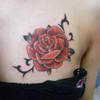 赤いバラのタトゥー画像