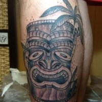 ティキとやしの木のタトゥー