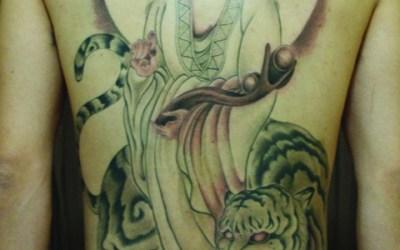 観音のタトゥー画像