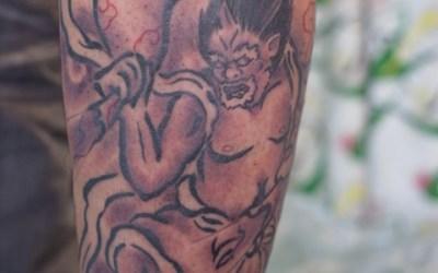 ふくらはぎの風神のタトゥー02