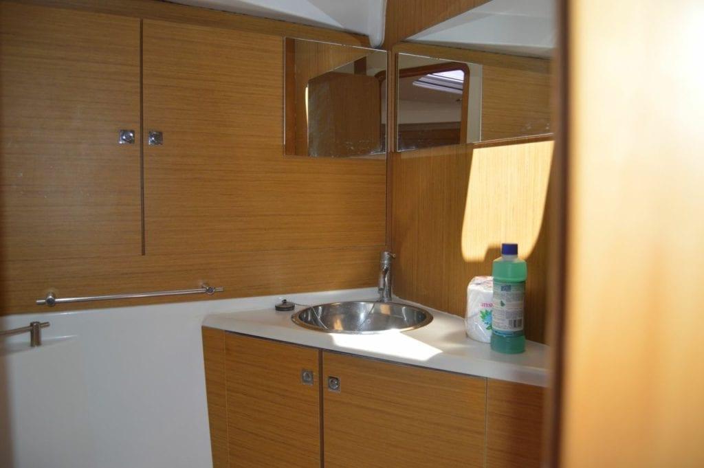 Jeanneau 44i Horizon Yacht Charters
