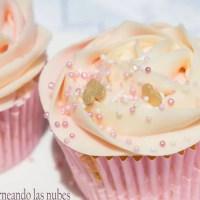 Cupcakes de vainilla con frosting de leche condensada