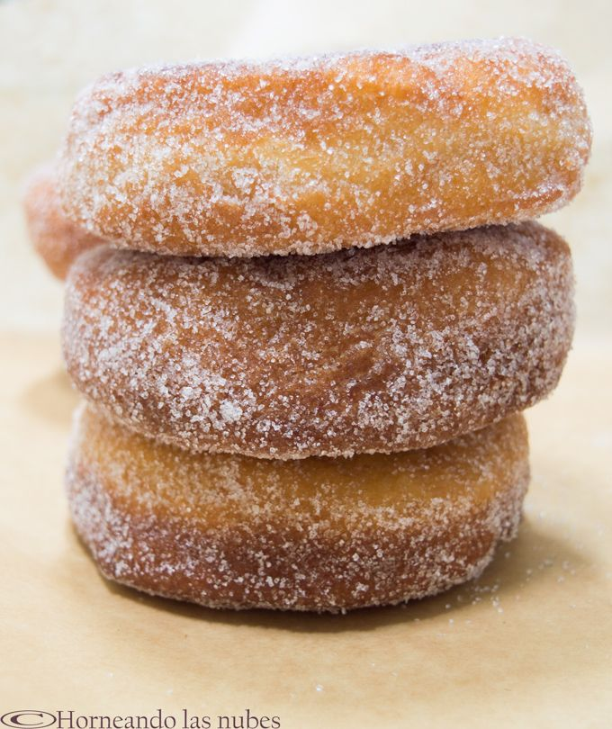 Donuts clásicos azucarados