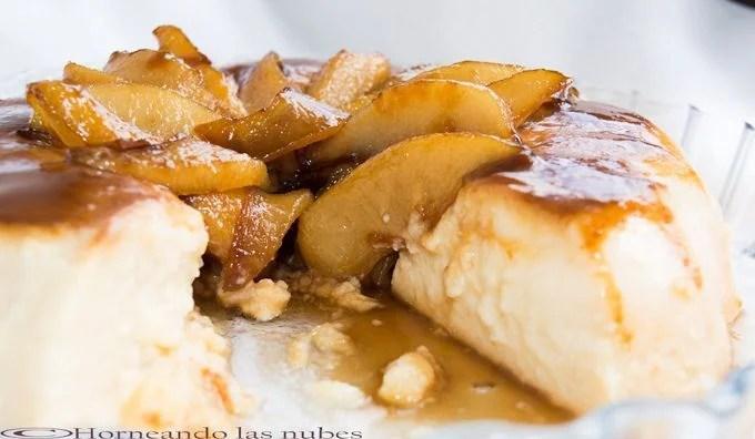 Flan de pera con peras caramelizadas.