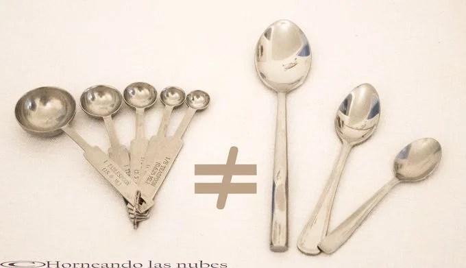 Las cucharas de la cubertería, no son las cucharas para medir en repostería.