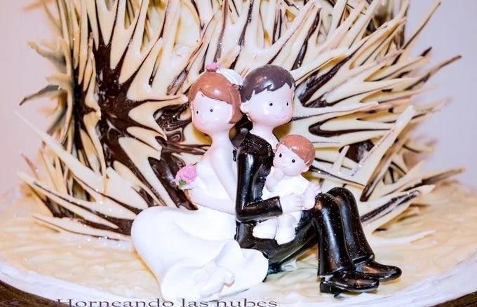 Tarta de boda con estrellas de chocolate.