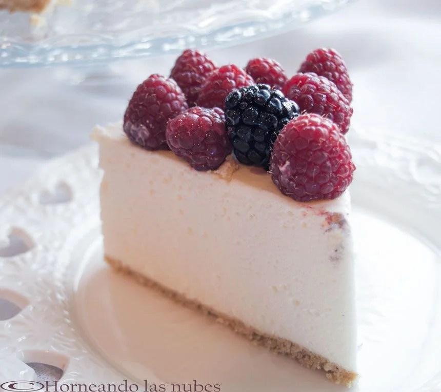 Tarta mousse de nata y frutos rojos