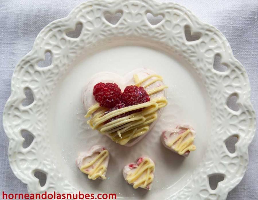 Corazones de queso y frambuesa