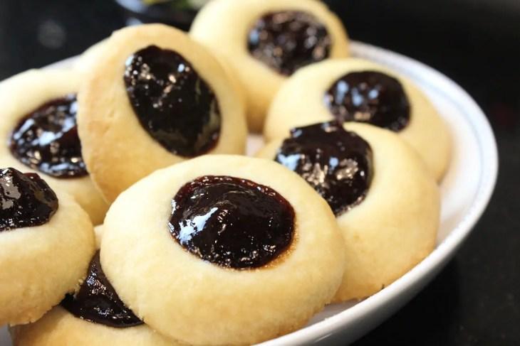 Almond plum cookies
