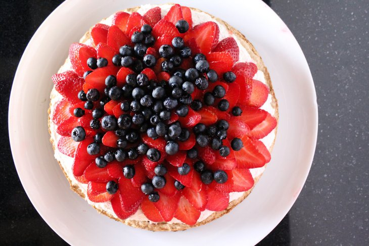 Homemade berries meringue cake recipe