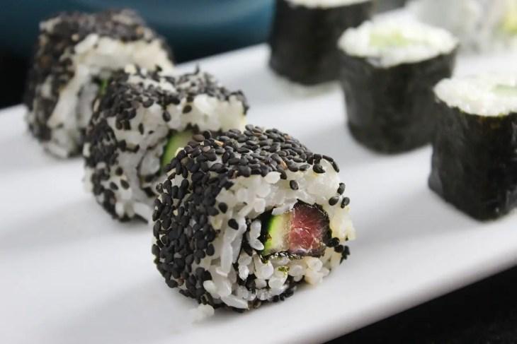 Maki sushi roll recipe side