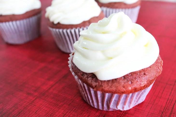 Regala cupcakes de red velvet este san valentin