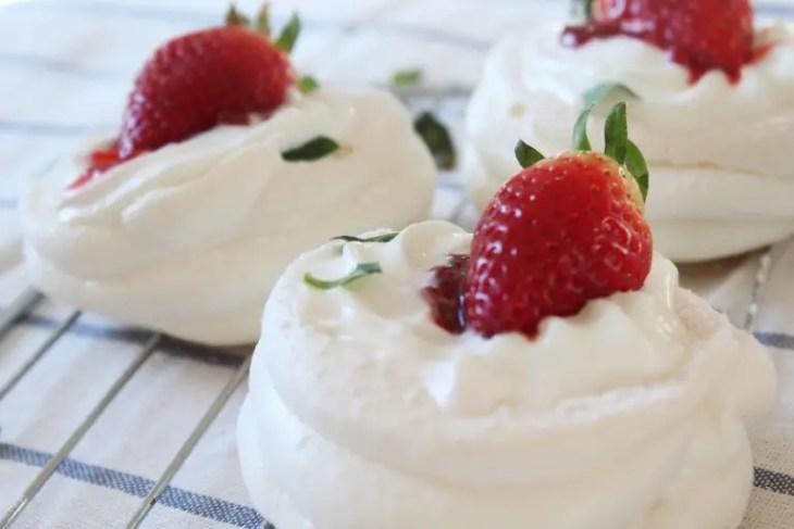 Strawberry mini pavlovas recipe