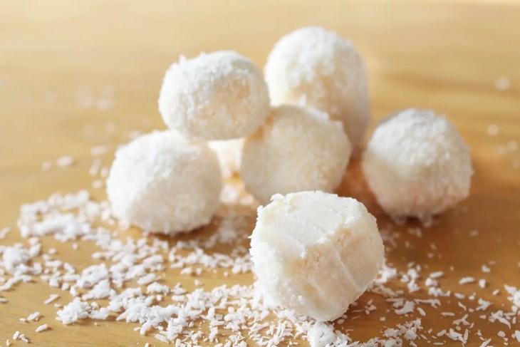 Bolitas de coco con 4 ingredientes